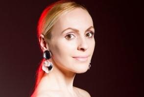 Lectie de stil de la fashion stilista Xenia Bugneac. Ofera personalitate tinutelor tale si creeaza un look impecabil cu ajutorul printurilor - FOTO