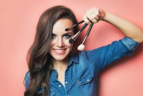 Important pentru frumusetea tenului tau! Descopera modul corect prin care sa iti cureti accesoriile de make-up - FOTO