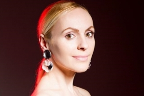 Tendintele fashion pentru toamna-iarna 2018-2019. Xenia Bugneac iti spune daca porti sau nu rochia din paiete in acest sezon - FOTO