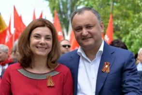 Intr-o zi a Independentei marcata de proteste, Presedintele a dat o petrecere la Palatul Republicii. Cu ce tinuta a uimit Galina Dodon - FOTO