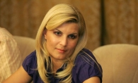 Elena Udrea, din exil pe coperta unei reviste. Uite cum arata, insarcinata in luna a saptea - FOTO
