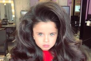 Aceasta fetita are cel mai frumos par din lume. Micuta face furori pe retelele sociale - VIDEO