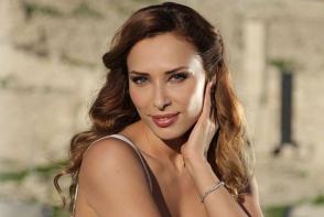 Iulia Vantur, imbracata intr-o rochie identica cu a Andreei Marin. Cui ii sta mai bine? FOTO