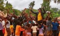 Dan Balan lanseaza un nou clip, filmat in Africa! Uite cum danseaza alaturi de copiii africani - VIDEO