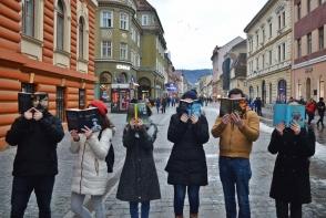 Ce fel de carti citesc moldovenii in ziua de azi? Raspunsurile unora te vor amuza: