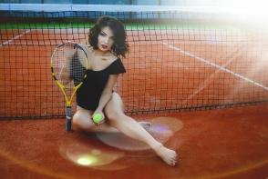Moderatoarea Liudmila Belostecinic, intr-o sedinta foto tematica, pe terenul de tenis. Uite cat de senzuala apare - FOTO