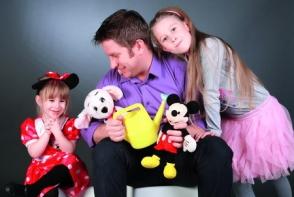 Fotografie de colectie cu Pavel Bartos si cu fetitele lui. Iata cum au pozat in prima zi de scoala - FOTO