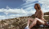 Dara, dezinhibata pe o plaja exotica din Israel. Mai rar o vezi dezgolita - FOTO