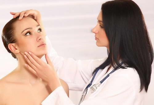 Unde nu ajuta mastile, ar putea ajuta acul sau bisturiul? Afla ce spun specialistii despre injectarile cu acid hialuronic sau botox - VIDEO