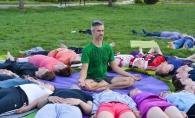 Yoga, elixirul gandurilor pozitive! Cunoaste povestea impresionanta a lui Igor Babilev, instructor de yoga de mai bine de 15 ani - VIDEO