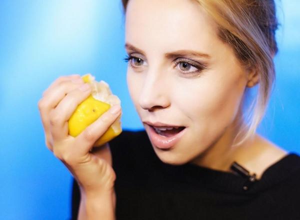 Stiai ca alimentele pe care le consumi iti influenteaza starea de spirit? Silvia Petrov iti arata ce trebuie sa mananci pentru a fi mai fericit - VIDEO