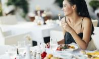 Greseli nesanatoase pe care le faci la masa: Nu folositi acelasi cutit pentru mai multe produse