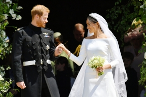 Reactia incredibila pe care Meghan Markle a avut-o cand si-a vazut pentru prima data rochia de mireasa dupa nunta - VIDEO