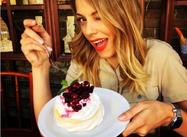 Vrei sa mananci dulciuri si sa nu te ingrasi? Deserturile raw vegane sunt perfecte pentru sanatatea ta - VIDEO