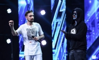 Solistul Carla's Dreams a facut duet cu un DJ din Chisinau, pe scena X Factor. Vezi cum l-a sustinut pe moldovean - VIDEO