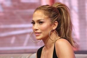 Moment penibil pentru Jennifer Lopez. Diva a cazut pe scena in timpul unui concert din Las Vegas - FOTO