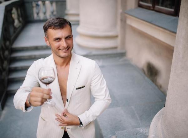 Interpretul Viorel Buliga s-a apucat sa faca dulceata. Vezi ce retete delicioase iti recomanda - VIDEO