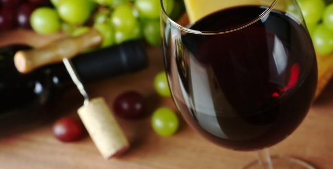 Так получить молдавское вино в бочках. Алина Plângău было видеть, как делается лучшее вино в Лозовой - ВИДЕО