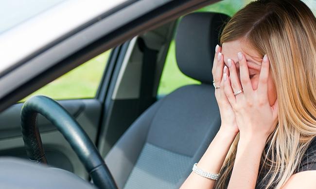 Invinge-ti frica de sofat! Valeria Capra a depasit teama de condus, urcand pentru prima data la volanul unui automobil cu o cutie mecanica - VIDEO