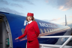 """Ce nu vei gasi niciodata intr-un avion? Stewardesa Valentina Popa: """"As vrea sa stie toti ca noi nu avem asa ceva la bord"""" - VIDEO"""