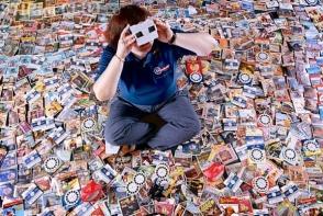 Hobby-uri bizare! Iata cele mai ciudate colectii din lume de: prezervative, par uman, felii de paine sau rate de cauciuc - VIDEO
