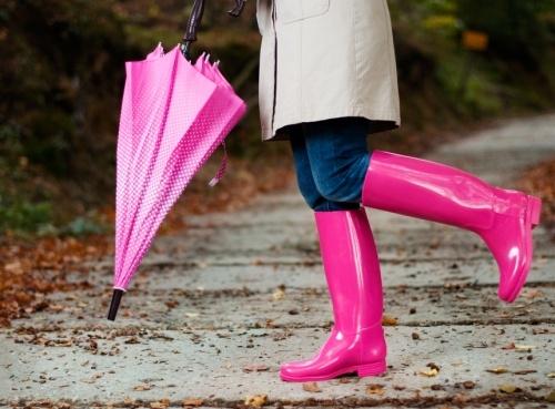 E vremea ploilor si nu stii ce sa incalti? Cizmele de cauciuc sunt alegerea potrivita ce te va scoate din anonimat - VIDEO