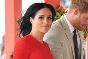 Meghan Markle a gafat din nou! Ducesa si-a facut aparitia la un eveniment oficial intr-o rochie ce avea eticheta pe ea - FOTO