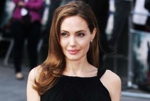 Ea este noua sosie a Angelinei Jolie. Asemanarea este izbitoare - FOTO