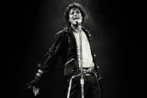 Jacheta pe care a purtat-o Michael Jackson in turneul