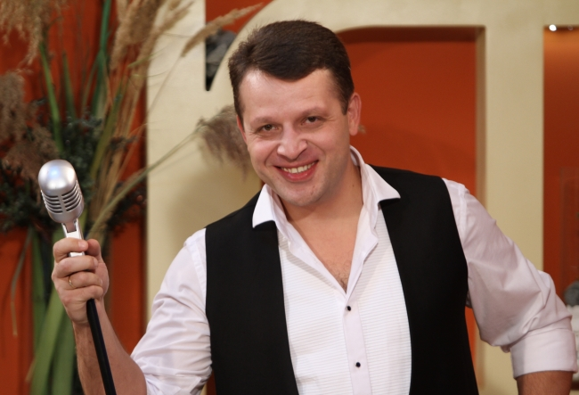 """Interpretul Sergiu Turcan a lansat un nou album: """"Au fost multe scanteie, au zburat si microfoane."""" - VIDEO"""