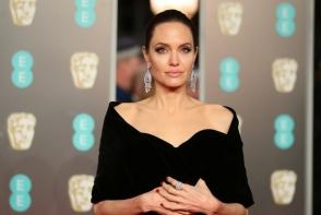 Angelina Jolie, aparitie spectaculoasa la o intalnire regala. Actrita a fost mai eleganta ca oricand - FOTO