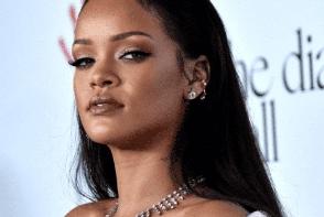 Rihanna, poze incendiare pentru noua sa colectie de lenjerie intima. Vezi cat de provocator pozeaza artista - FOTO