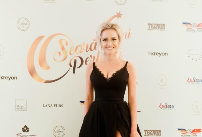 Anisoara Loghin, ravasitoare la petrecerea O seara perfecta! Prezentatoarea a atras toate privirile gratie rochiei fabuloase pentru care a optat - FOTO