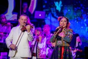 De 1 decembrie, doar spectacole inedite! Concertul Andrei, dedicat Centenarului Marii Uniri, a fost acompaniat de fratii Advahov - VIDEO