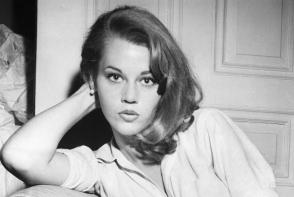 A fost una dintre cele mai frumoase femei din lume, dar a ajuns in baston! Cum arata Jane Fonda la 80 de ani? FOTO