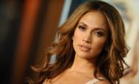 Jennifer Lopez, ravasitoare intr-o tinuta super hot! La aproape 50 de ani, artista a imbracat o rochie indrazneata - FOTO