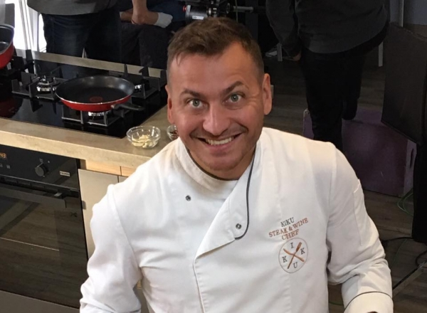 Petru Chicu a organizat o petrecere de zile mari! Vezi cu ce deliciu culinar scump si-a rasfatat invitatii - VIDEO