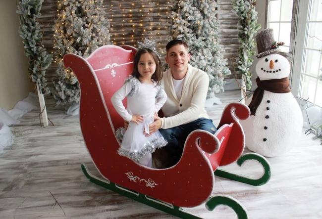 "Adrian Chiriac si fiica sa, Augustina, au lansat o piesa dedicata sarbatorilor de iarna. ""Micuta mi-a zis ca vrea sa fie vedeta."" - VIDEO"