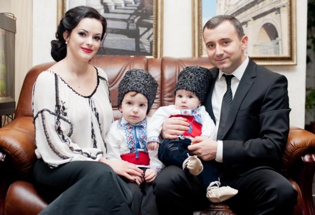 """Vasile Advahov: """"Asta stiu sa fac si asta vreau sa le transmit copiilor mei!"""" Vezi cat de mari s-au facut baietii artistului - VIDEO"""