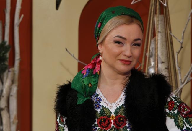 """Te va emotiona pana la lacrimi! Interpreta Oxana Craciun: """"O iubesc foarte mult pe mama mea. Ea ne-a crescut de una singura!"""" - VIDEO"""