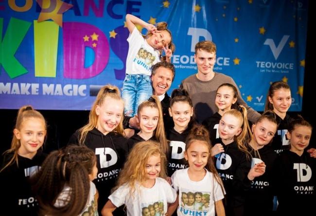 O lectie altfel. Teodor Radulescu si discipolii sai au  oferit un spectacol pentru toti iubitorii de dans - VIDEO
