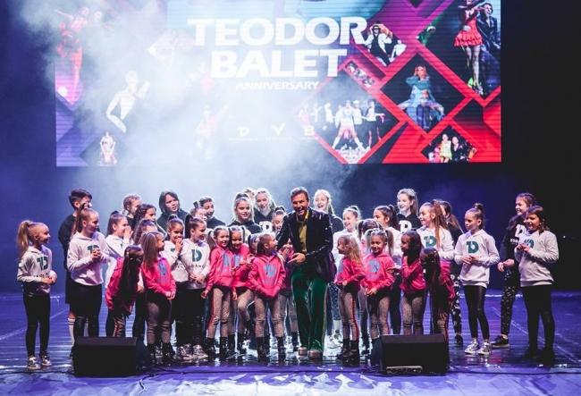 Intampinam Craciunul in pasi de dans! Copiii de la Teodance si Teovoice au tinut o lectie deschisa pe scena Teatrului Ginta Latina - VIDEO